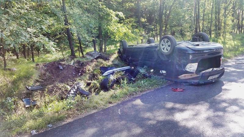 O șoferiță s-a răsturnat cu mașina din cauza vitezei! FOTO