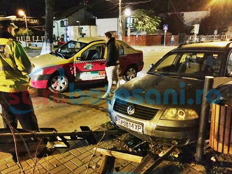 Mașină ajunsă pe trotuar, după o depășire neregulamentară! Un taximetrist a fost rănit! FOTO