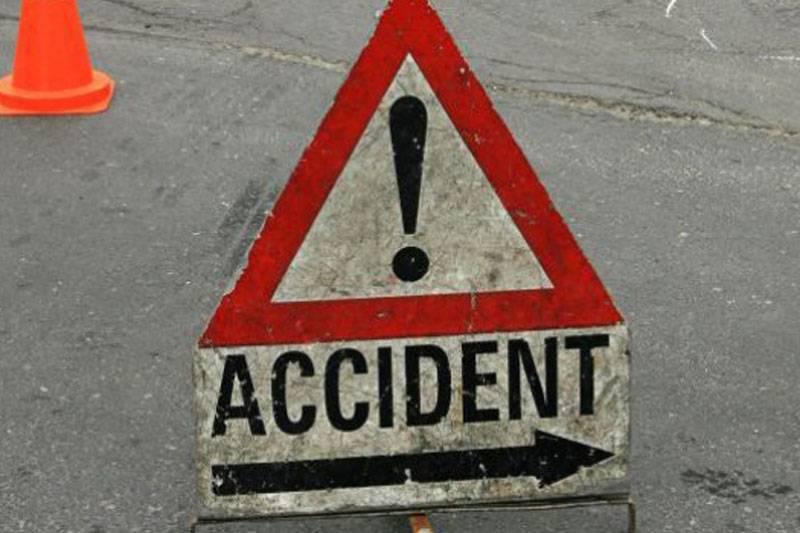 Accident ciudat. Un tânăr din Botoşani a fost călcat de o maşină în timp ce se afla întins pe carosabil