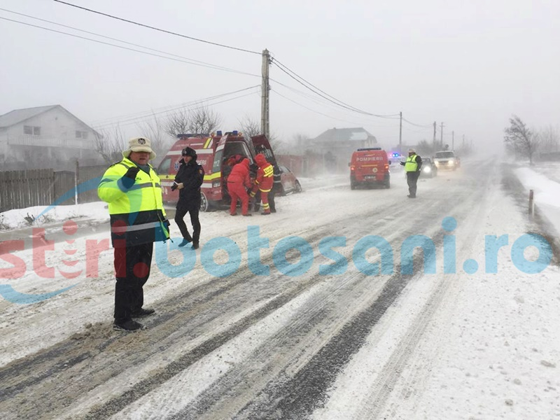 Accident cu cinci victime la Dersca. Doi adulţi şi trei copii au ajuns la spital