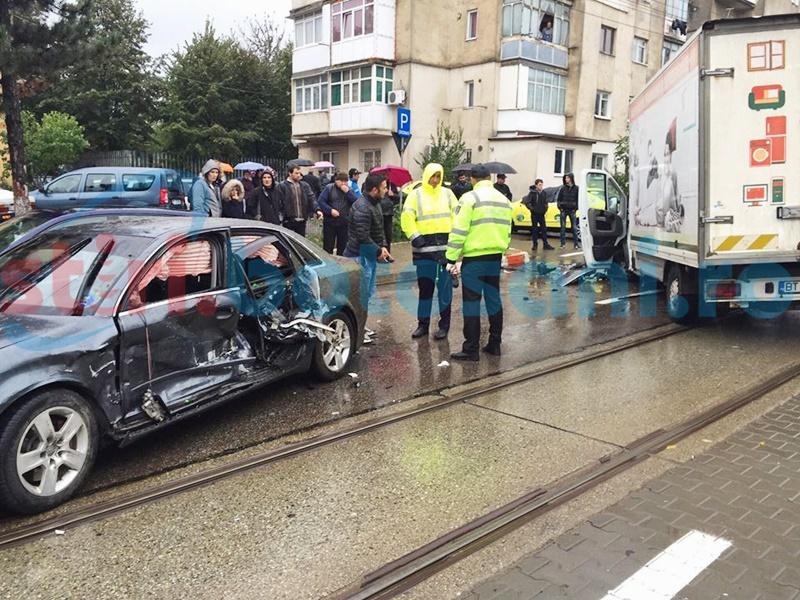 Accident cu patru mașini în Zona Industrială! Trei persoane au ajuns la spital! FOTO, VIDEO