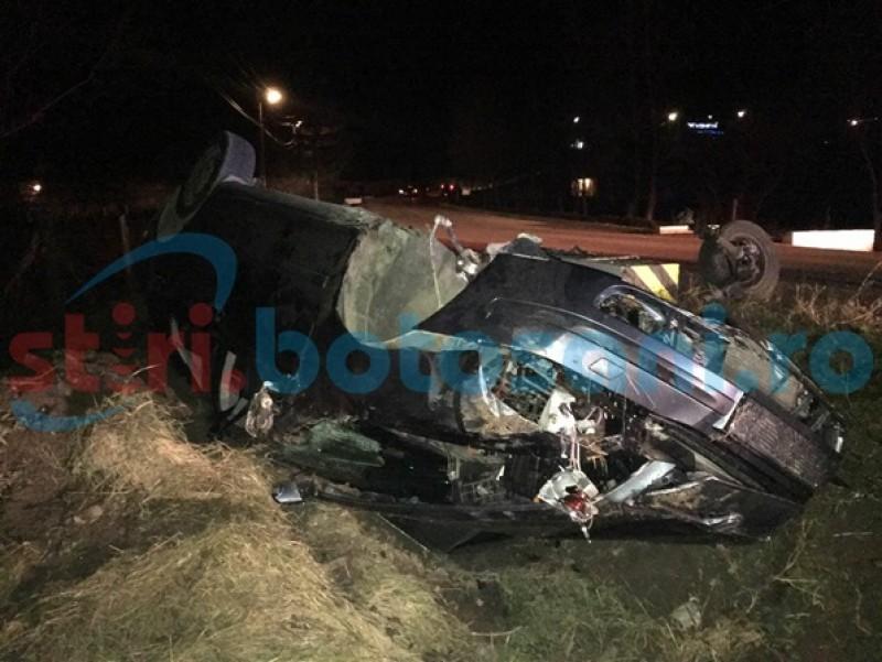Accident cu patru victime, după ce o maşină s-a răsturnat! Era condusă de o tânără începătoare! FOTO