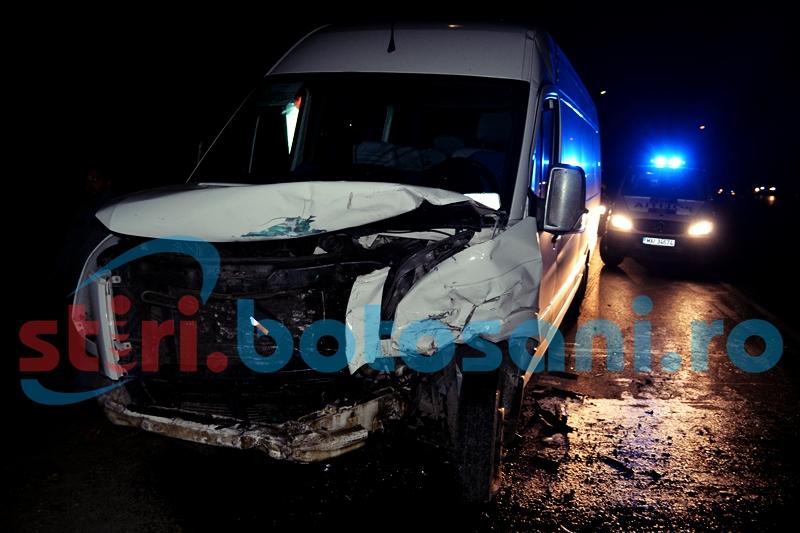 ACCIDENT cu sase victime la Stauceni: Un microbuz care transporta politisti de frontiera catre serviciu a fost izbit in plin de o camioneta! FOTO