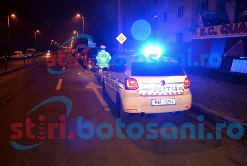 Accident cu scandal în municipiul Botoșani! Un șofer beat a lovit o mașină și a fugit!