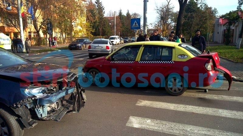 ACCIDENT cu trei maşini, într-o intersecţie din municipiul Botoşani! FOTO