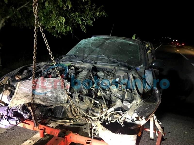 ACCIDENT cu trei victime la Huţani! Un autoturism s-a răsturnat şi a rupt un gard! FOTO
