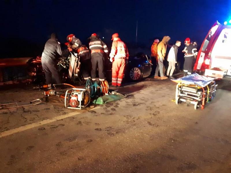 Accident cumplit la Dealu Mare: Un tânăr de 27 de ani a murit! - FOTO