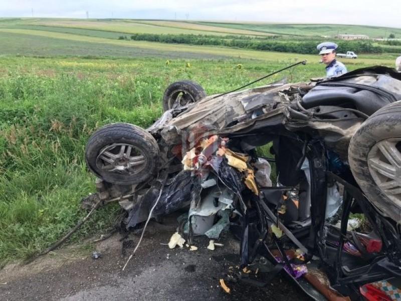 Accident cumplit la Lețcani: Trei oameni au murit pe loc! VIDEO