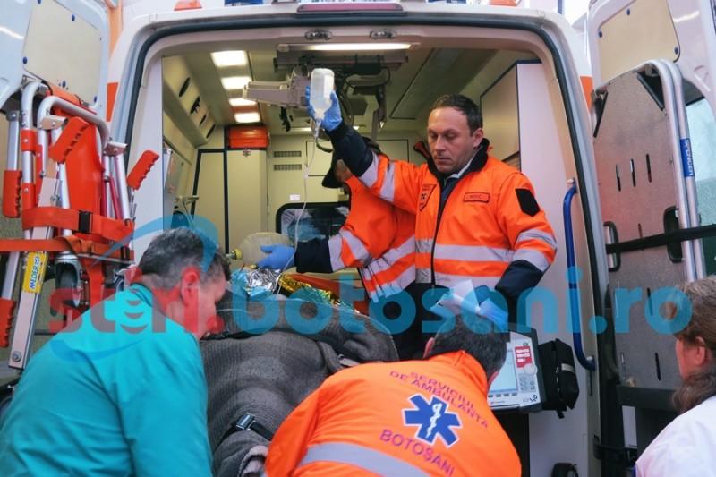 Accident de muncă la o fabrică din zona industrială a municipiului Botoşani. Un muncitor s-a electrocutat grav