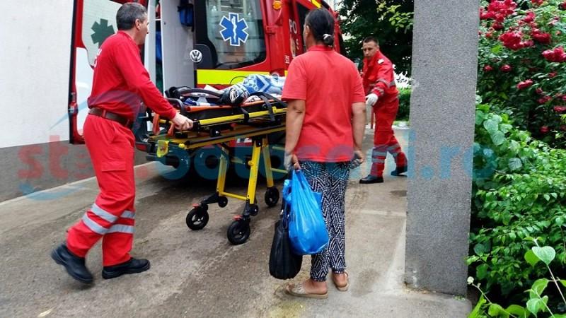Accident grav: Copil de 5 ani, lovit de o mașină aflată în depășire! FOTO