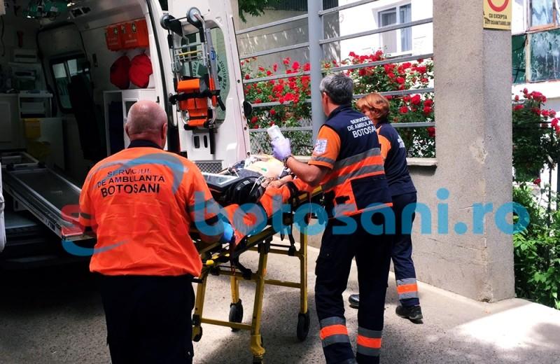 ACCIDENT GRAV la Prajeni! Copil calcat de tractorul condus chiar de tatal sau!