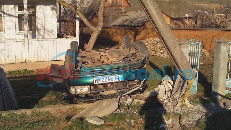Accident grav la Vorona! Două persoane rănite după ce maşina în care se aflau a rupt un stâlp! FOTO, VIDEO