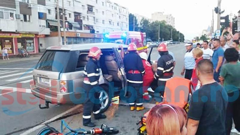 Accident grav pe Calea Națională, cu o victimă! Un Range Rover s-a dat peste cap! FOTO