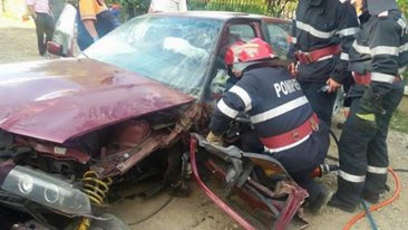 Accident grav pe o stradă din Darabani! Șofer beat criță încarcerat într-un BMW! FOTO