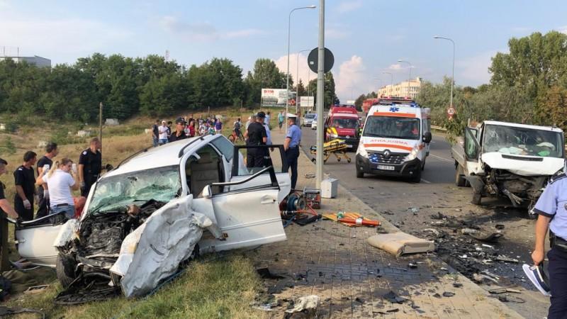 Accident grav pe Sucevei, soldat cu trei victime. O persoană a rămas încarcerată în urma impactului și a murit!