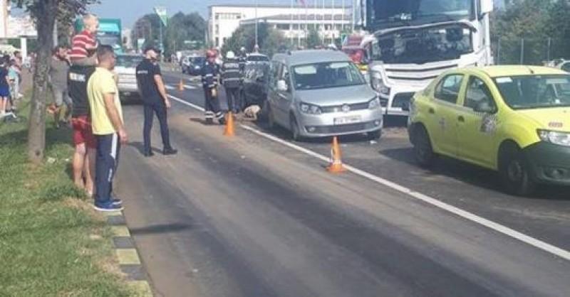 Accident grav produs de un șofer de 23 de ani, din Botoșani: Un copil a scăpat ca prin minune după ce a fost aruncat prin portiera unei maşini! VIDEO