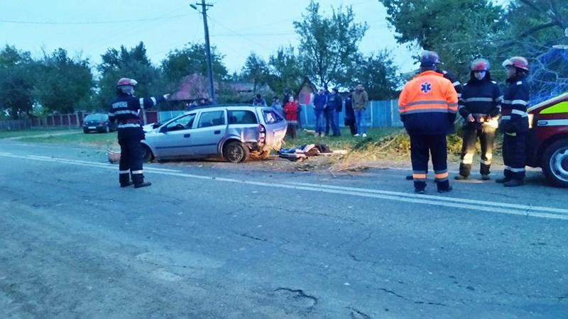 Accident grav! Tatăl a murit, iar fiul a fost rănit, după ce au zburat cu mașina de pe șosea! FOTO