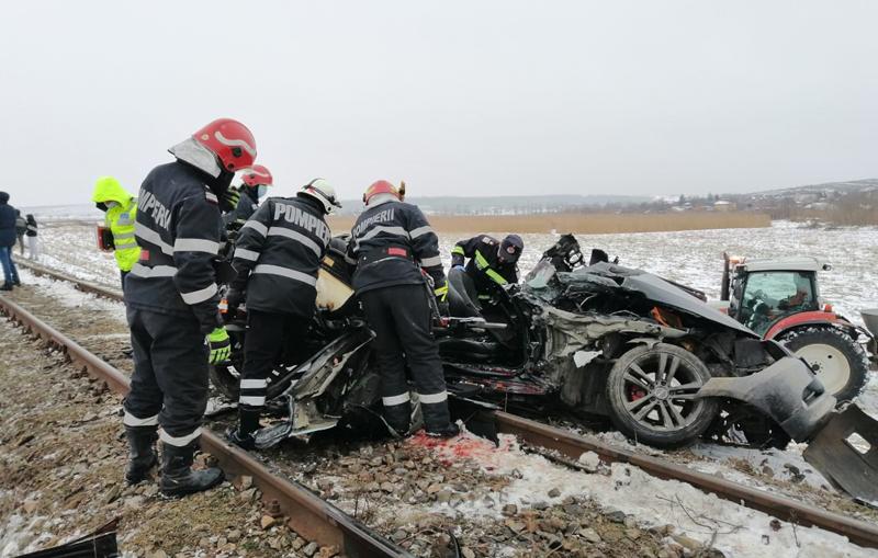 Accident groaznic cu trenul Iași – Dorohoi. Doi tineri și-au pierdut viața (Foto&Video)