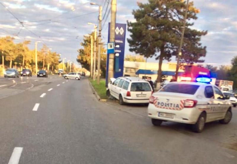 Accident în această dimineață în Zona Industrială: O femeie a intrat cu mașina într-un stâlp de beton