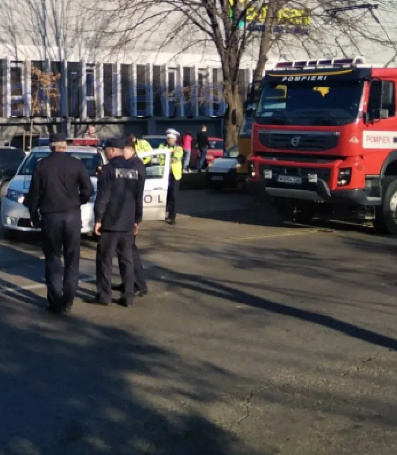 Accident în apropiere de OMV. Două persoane au fost rănite