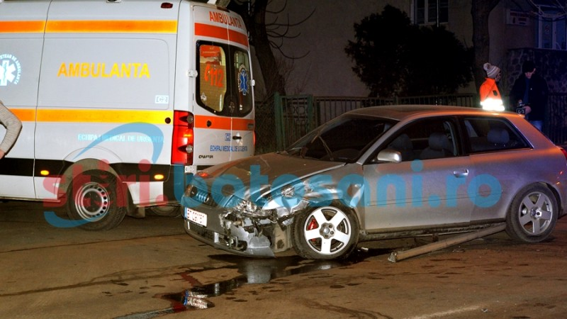 Accident in fata Serviciului Judetean de Ambulanta! Impact intre o autospeciala SJA si o masina! FOTO