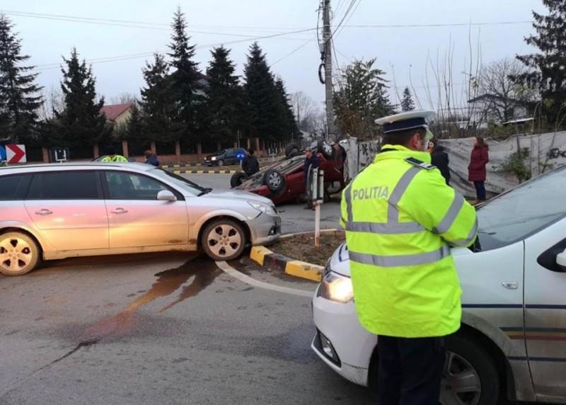 Accident în intersecție: Mașini avariate, o persoană a ajuns la spital!