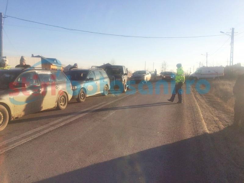 Accident în lanț cu CINCI mașini la intrarea în municipiul Dorohoi! FOTO