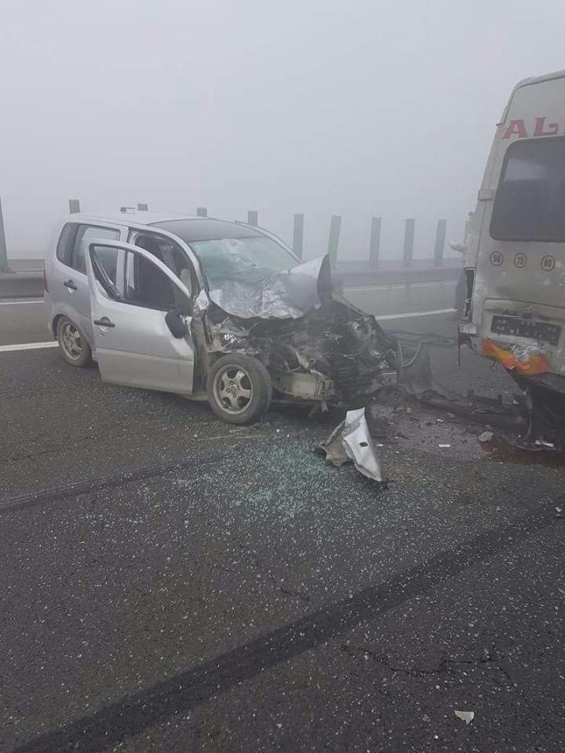 Accident în lanţ pe Autostrada Soarelui. Raed Arafat: 3 morţi, 36 de răniţi, 29 maşini implicate. ISU a activat planul roşu! FOTO