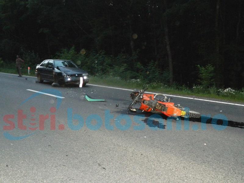 Accident în pădure la Baisa! Impact violent între o maşină şi o motocicletă! FOTO