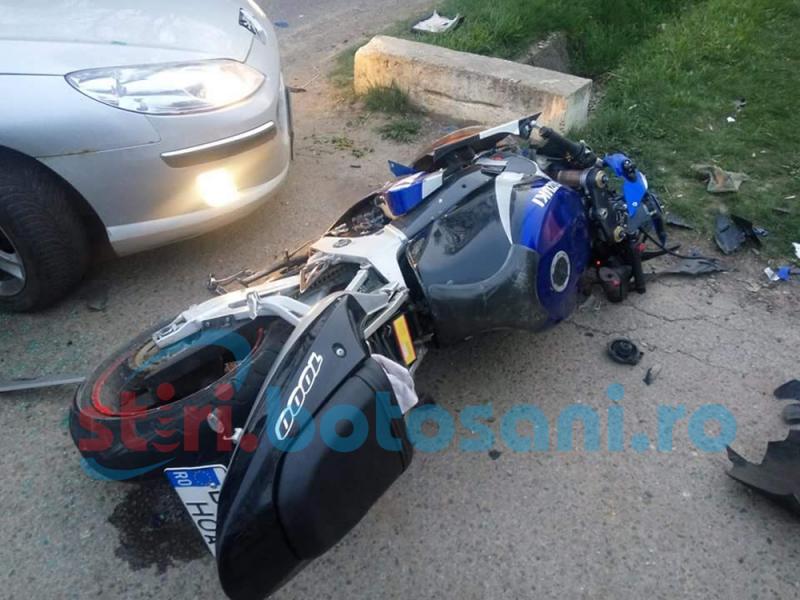 Motociclist rănit la Vlădeni: S-a izbit într-o mașină! FOTO