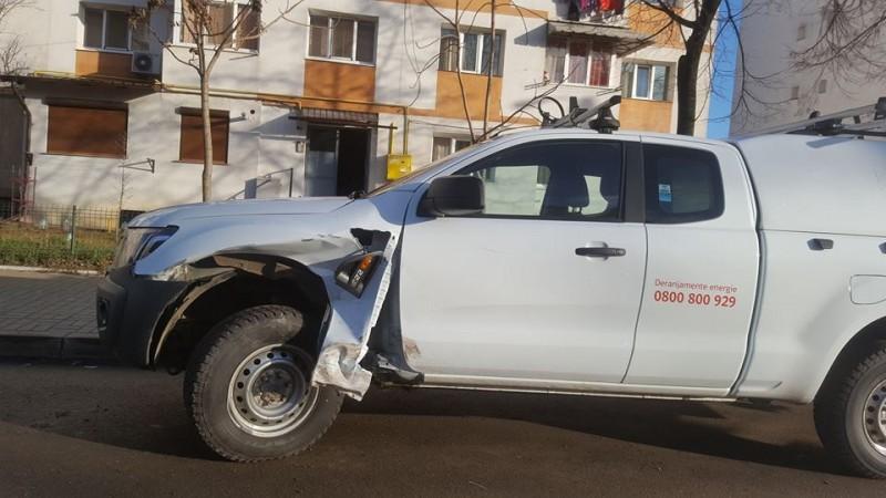 ACCIDENT în Zona Industrială! Impact între un Duster si o autospeciala E-On! FOTO