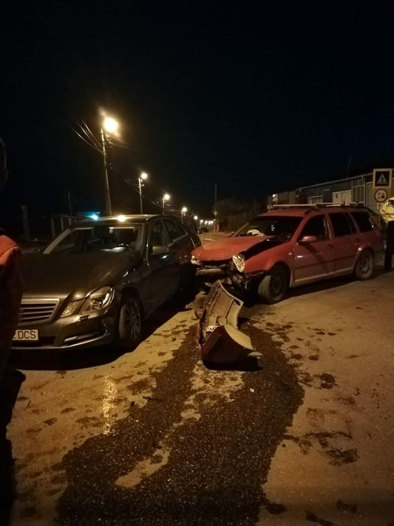 Accident într-o intersecție din municipiul Botoșani: două mașini avariate, o victimă