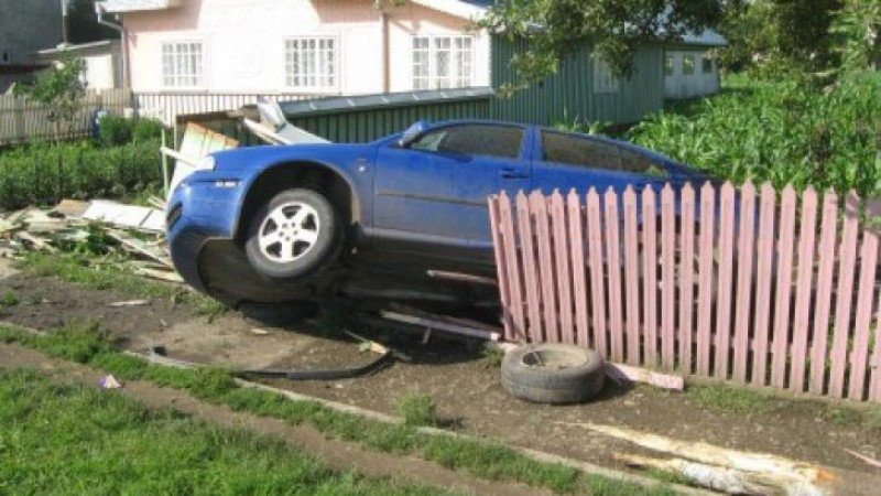 Accident la beție. Șoferul a refuzat testarea alcoolscopică