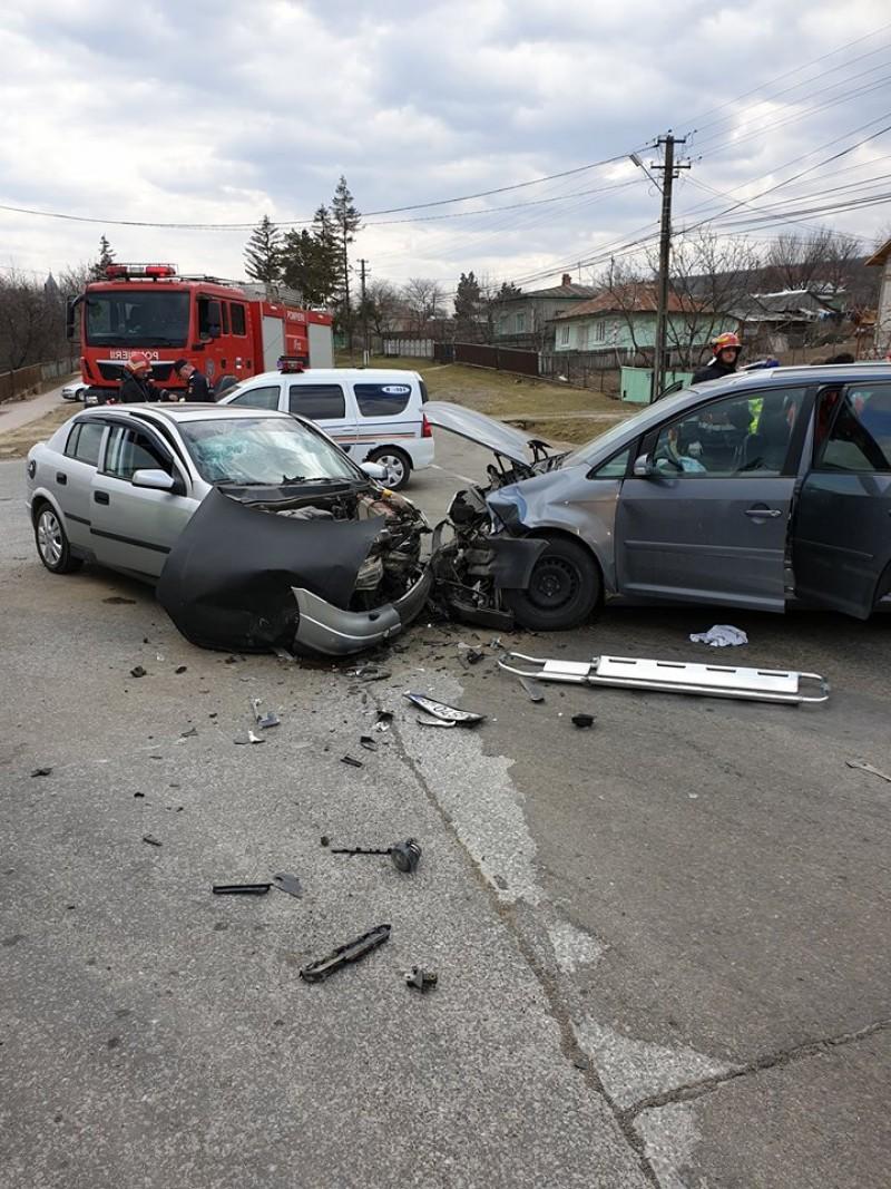 Accident la Copălău, cu patru persoane rănite - FOTO