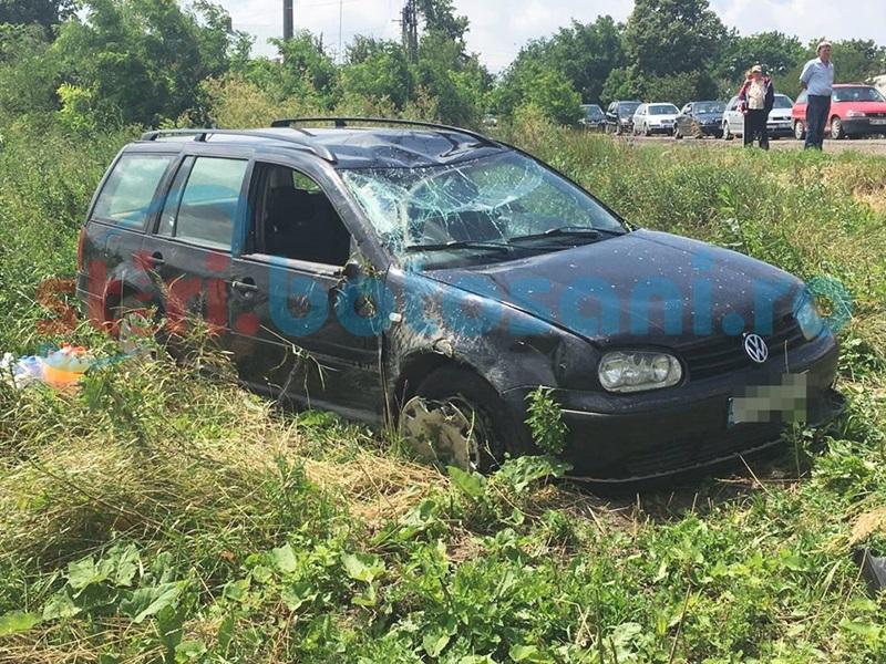 Accident la ieșirea din Dorohoi! Mașină răsturnată după o depășire imprudentă - FOTO