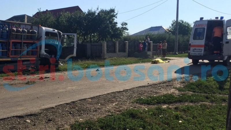 ACCIDENT MORTAL la Prăjeni! Biciclist izbit de o autoutilitară încărcată cu butelii! FOTO
