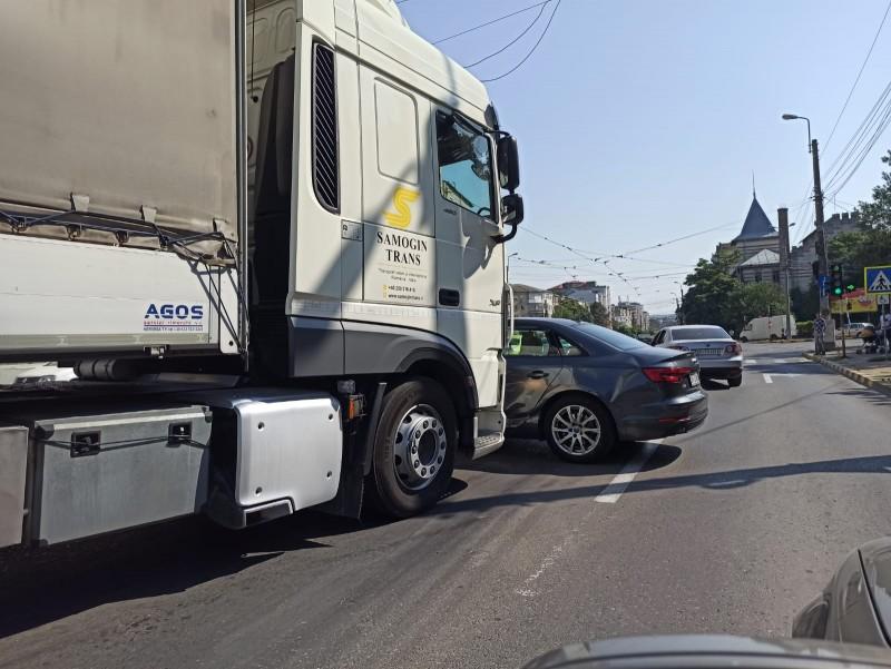 Accident pe Calea Națională cauzat de către un șofer neatent