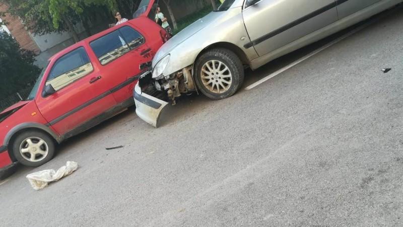 Accident pe contrasens: trei maşini avariate de un şofer băut
