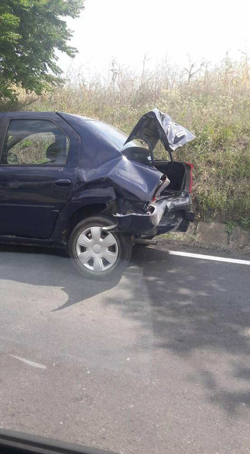 Accident pe drumul Botoșani-Săveni! Trei mașini au fost avariate - FOTO