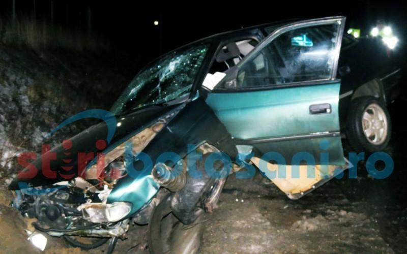 Accident pe drumul Botosani - Suceava! Trei tineri s-au izbit cu masina intr-un cap de pod! Toti au ajuns la spital! FOTO, VIDEO
