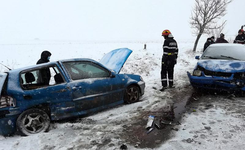 Accident pe raza localității Mihai Eminescu. Patru oameni au avut nevoie de îngrijiri medicale