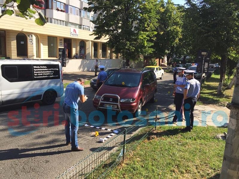 Accident pe Bulevardul G. Enescu! Femeie lovită de o maşină! FOTO