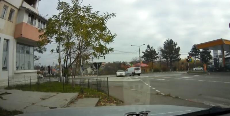 Accident rutier filmat într-o intersecţie problemă din Botoşani! VIDEO
