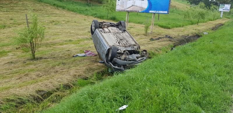 Accident rutier la ieșirea din Botoșani. Trei tineri au fost răniți! FOTO