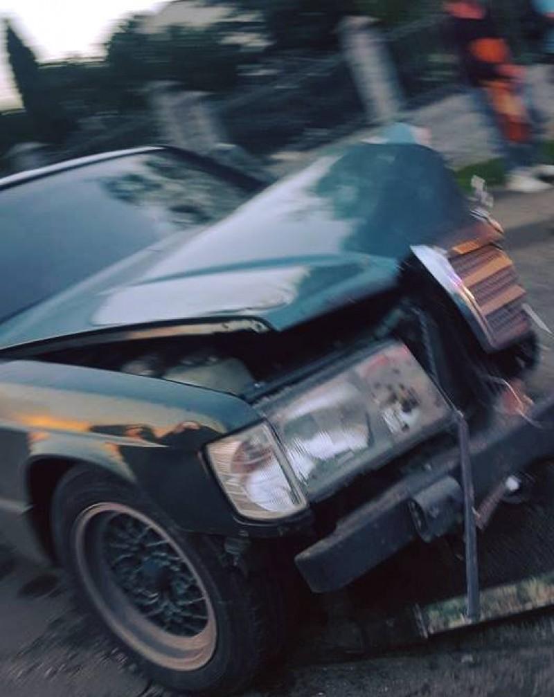 Accident rutier soldat cu o persoană rănită și două mașini avariate!