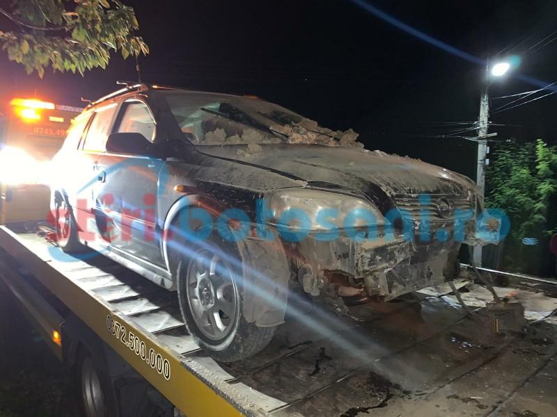 Accident soldat cu o victimă, o casă și două mașini avariate. Autoarea a fugit de la locul faptei