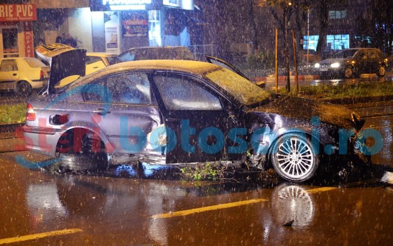 ACCIDENT SPECTACULOS pe Calea Nationala! BMW facut praf, dupa ce a spulberat o pergola din lemn! FOTO