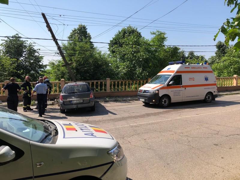 ACCIDENT: Trei femei rănite, după ce mașina s-a izbit violent într-un stâlp! FOTO