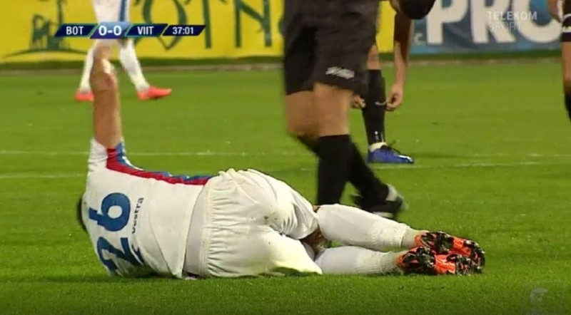 """Accidentare gravă pentru Oaidă, a fost dus cu ambulanţa la spital. Ianis Hagi: """"Sper să fie bine, e important să joace!"""""""