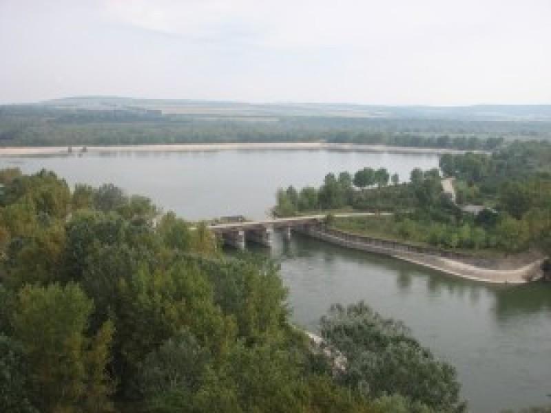 Acţiuni de verificare a tuturor construcţiilor hidrotehnice cu rol de apărare împotriva inundaţiilor în judeţul Botoşani!